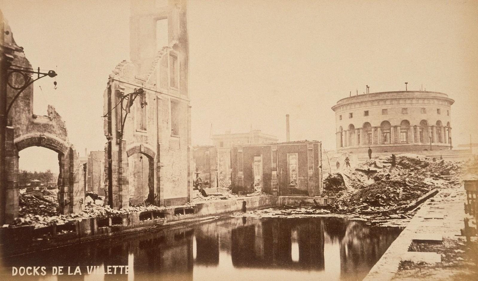 Доки Ла-Виллет, сильно поврежденные во время восстания