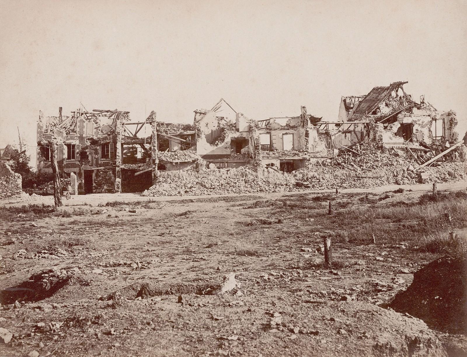 Дома, разрушенные в результате взрыва во время беспорядков в Шатийоне