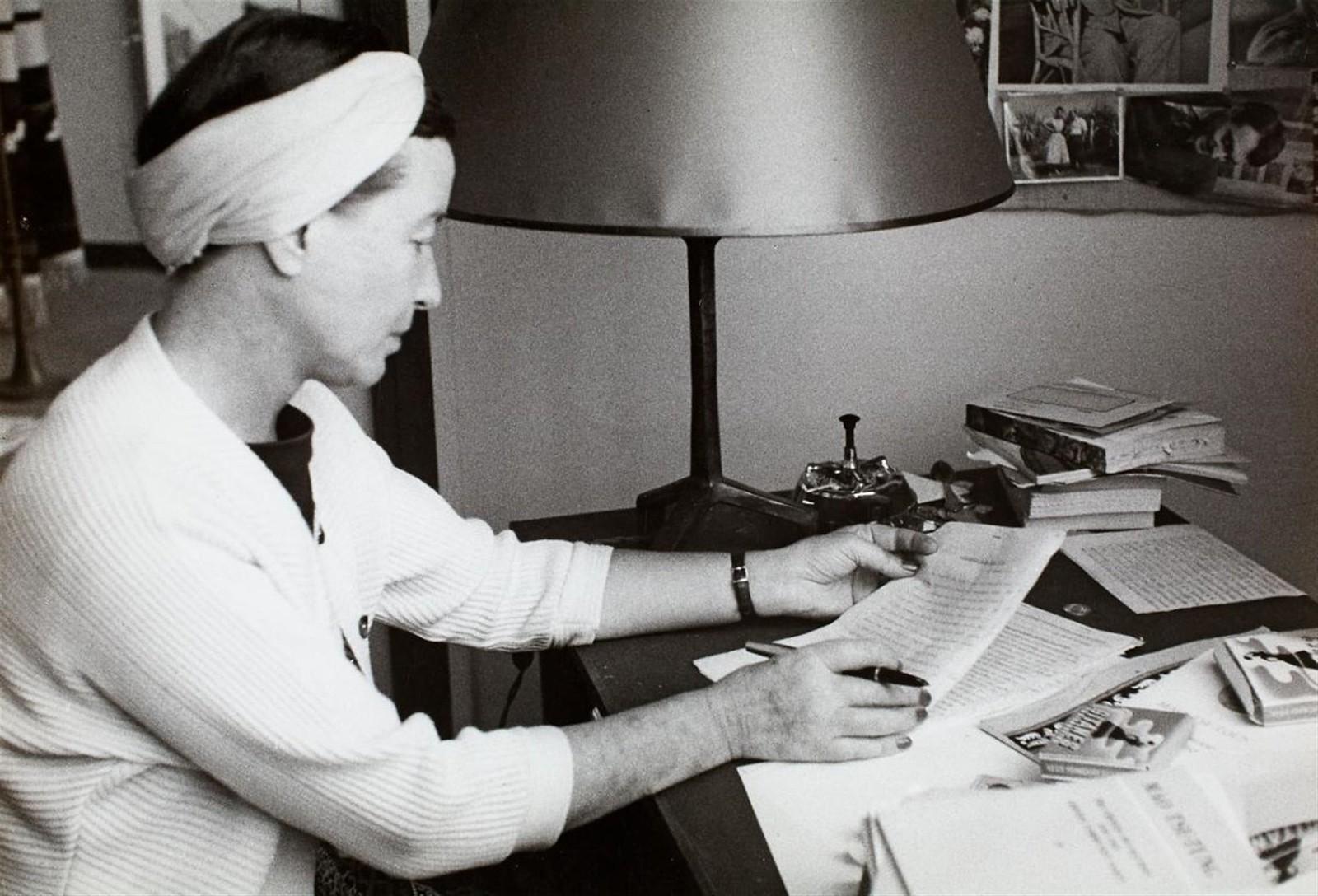 1960-е. Симона де Бовуар в своей студии в Париже