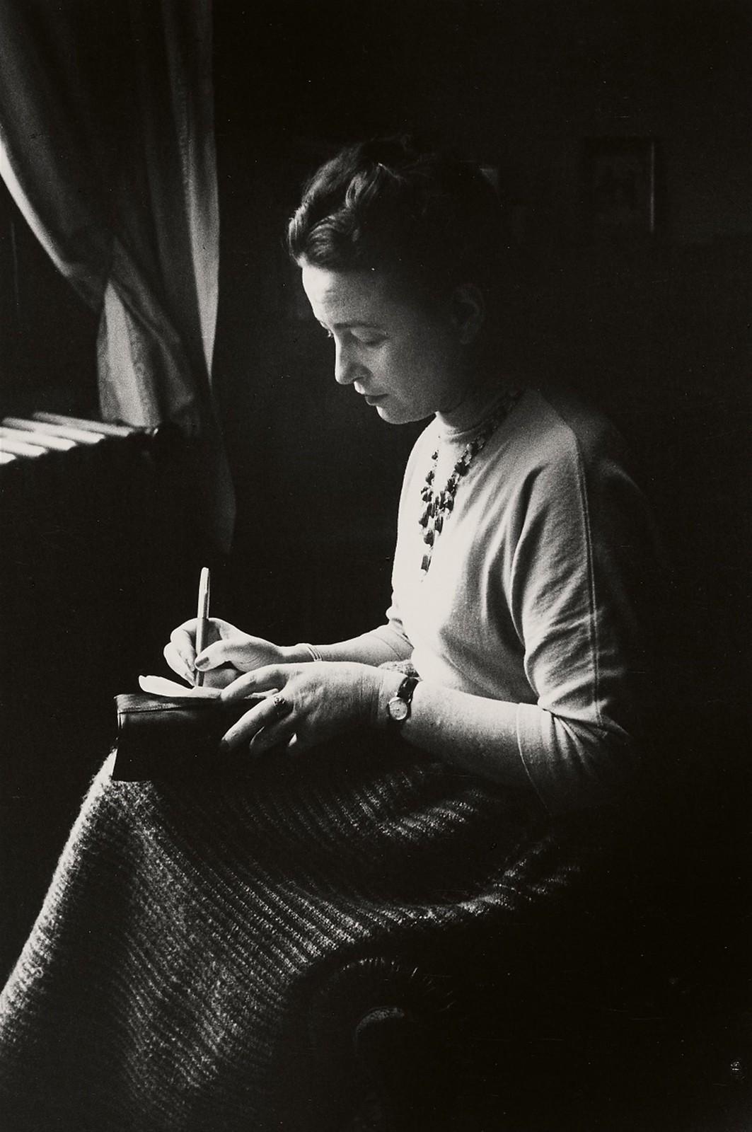 1952. Симона де Бовуар в день, когда она получила Гонкуровскую премию