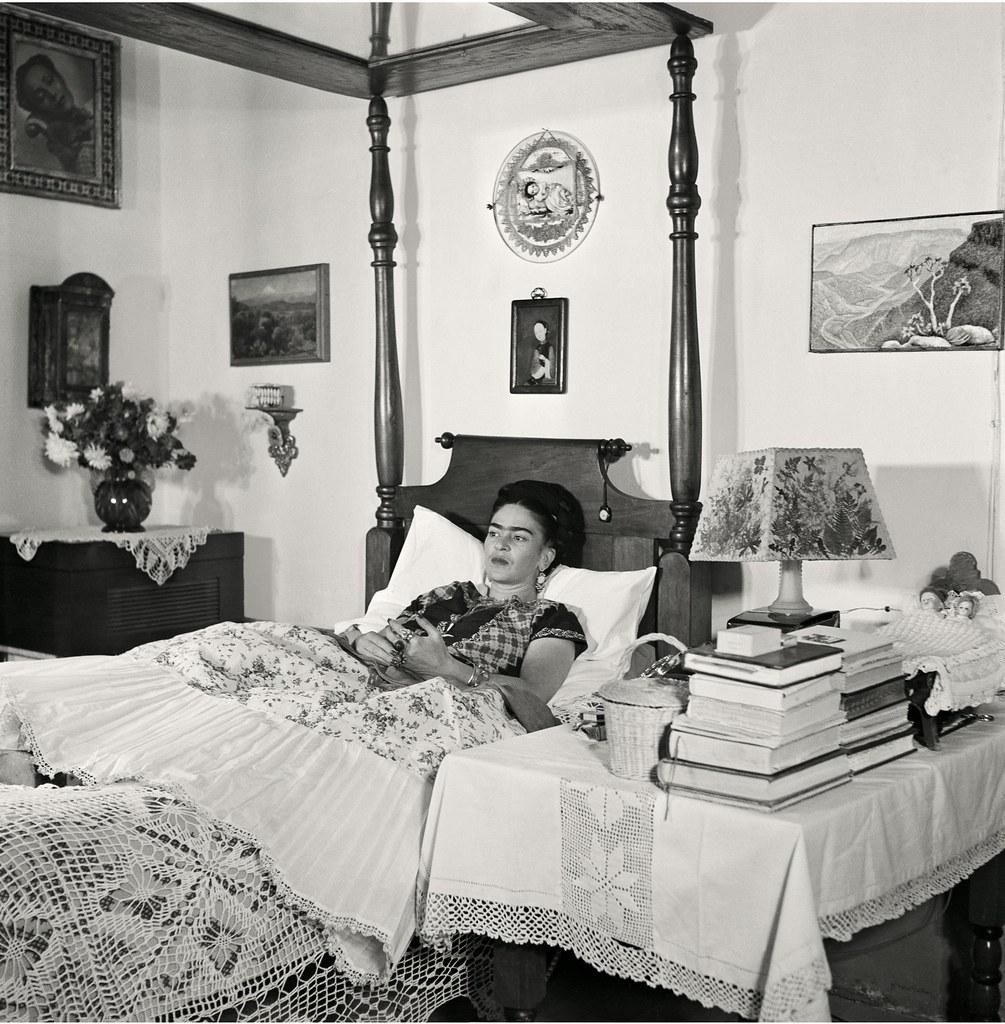 1951. Кало в постели