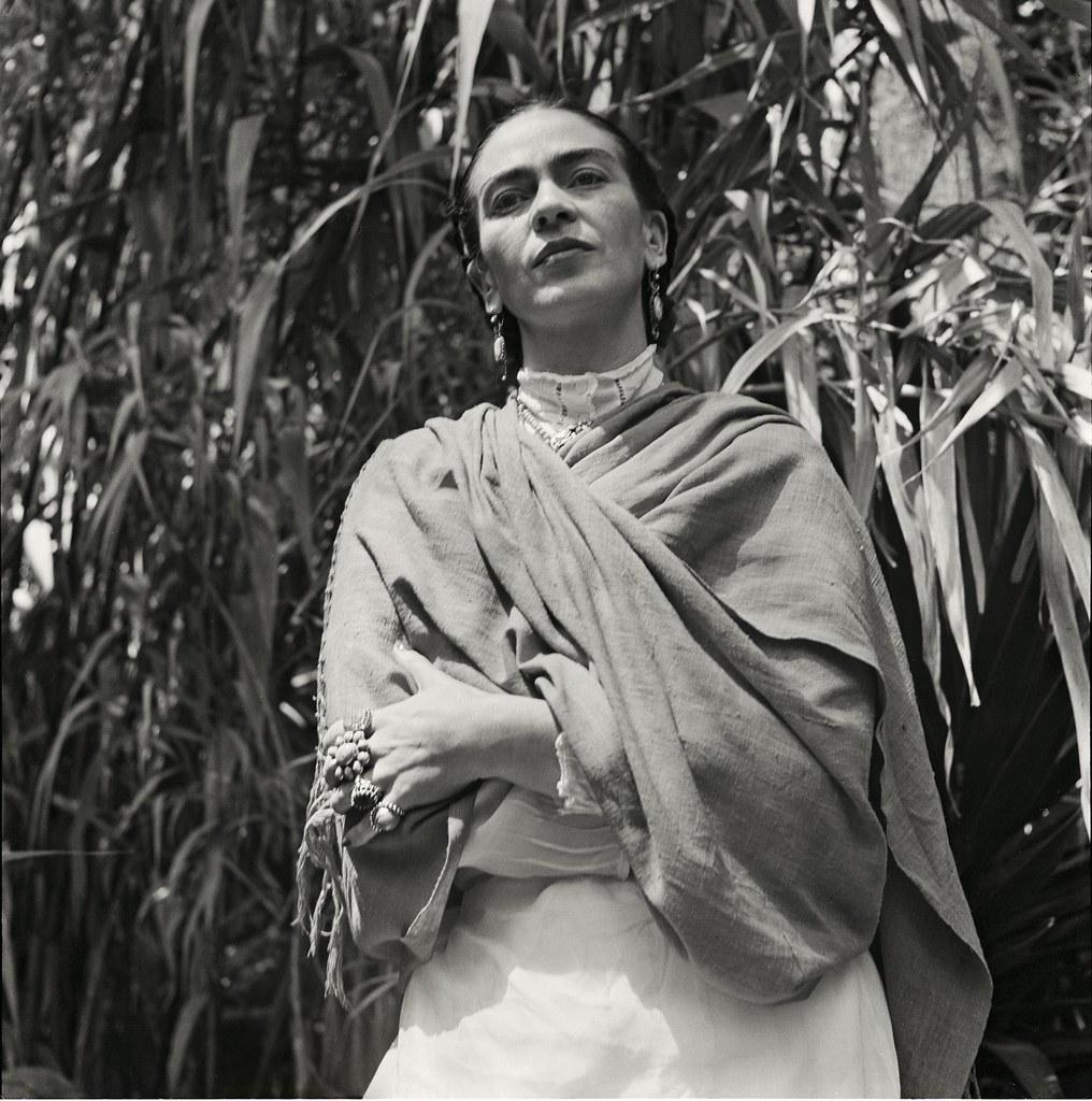 1951. Кало в ее саду