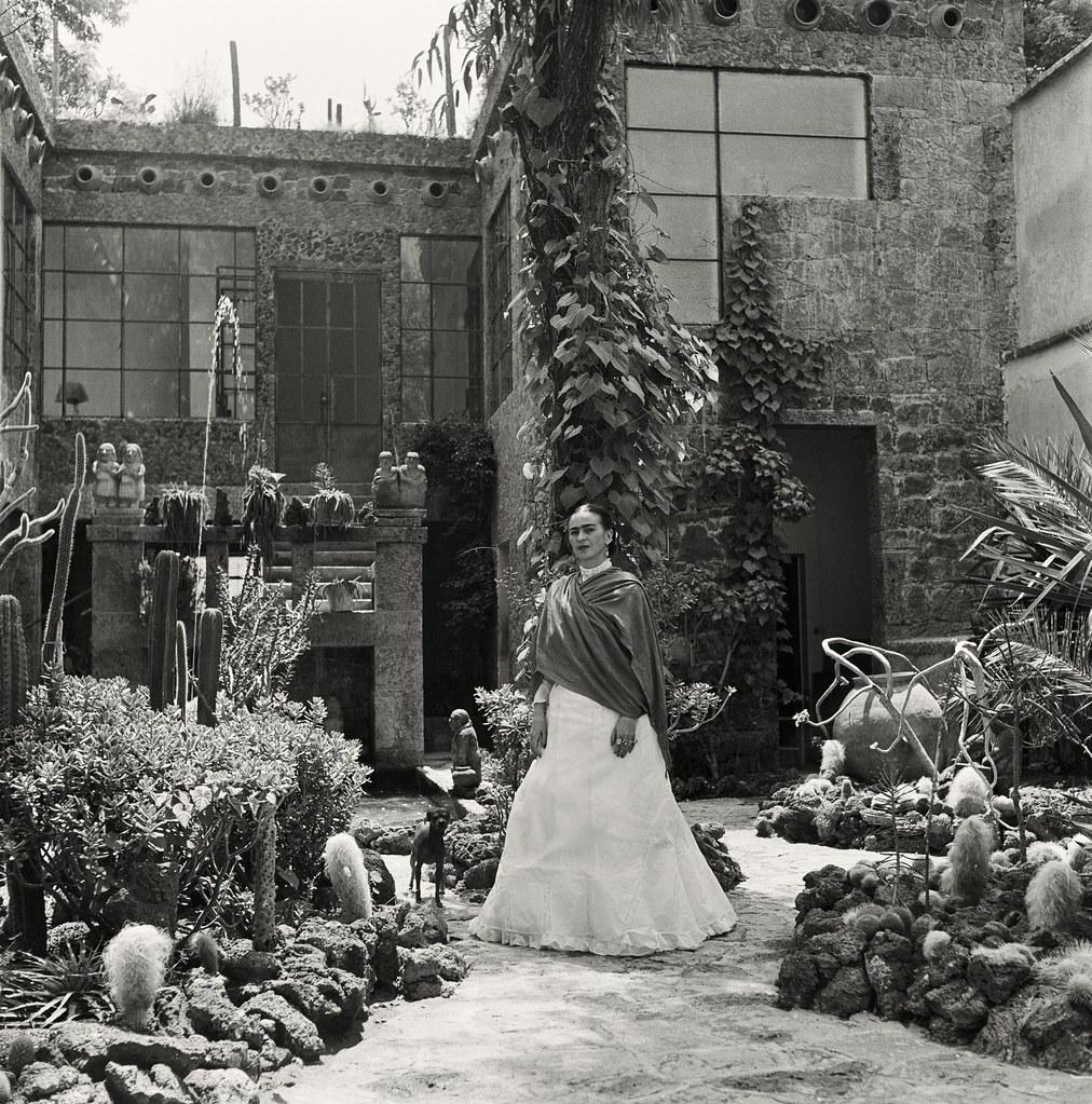 1951. Кало в ее саду.1