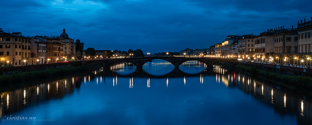 Firenze: Blue hour on the river Arno