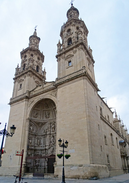 fachada oeste y sur exterior Concatedral de Santa Maria de la Redonda Logroño La Rioja