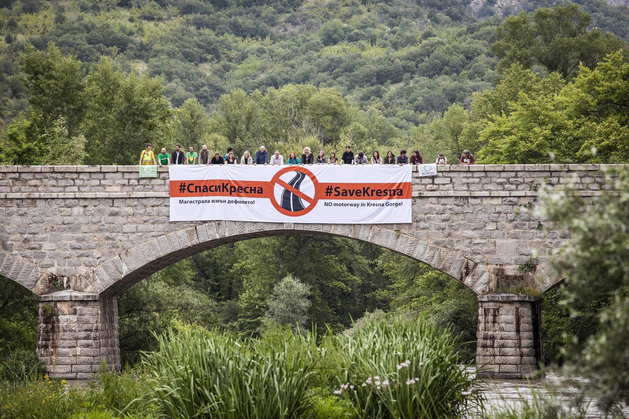 #SaveKresna banner drop
