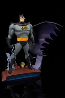 閃電落下,黑暗騎士立於高樓的姿態再現!! 壽屋 ARTFX+ 系列《蝙蝠俠:動畫系列》蝙蝠俠 片頭Ver. バットマン アニメイテッド オープニングエディション