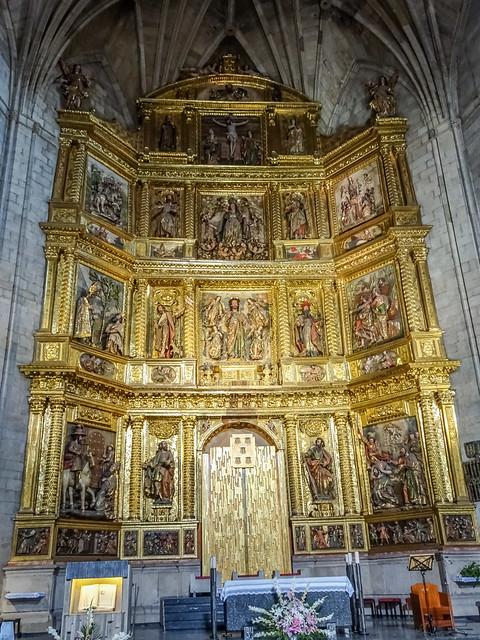 retablo altar mayor interior iglesia de Santiago el Real Logroño La Rioja 03