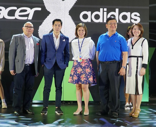 LFR Devices Sales of Multi-Nat'l Acc for Consumer & Devices of Microsoft SEA Verlyn Perez, AVP Ops of Sports Central Jan Bangayan, Asst. Mall Mngr. of SM Mega Bunny Javier, Managing Director of Acer PH Manuel Wong, ACER-1