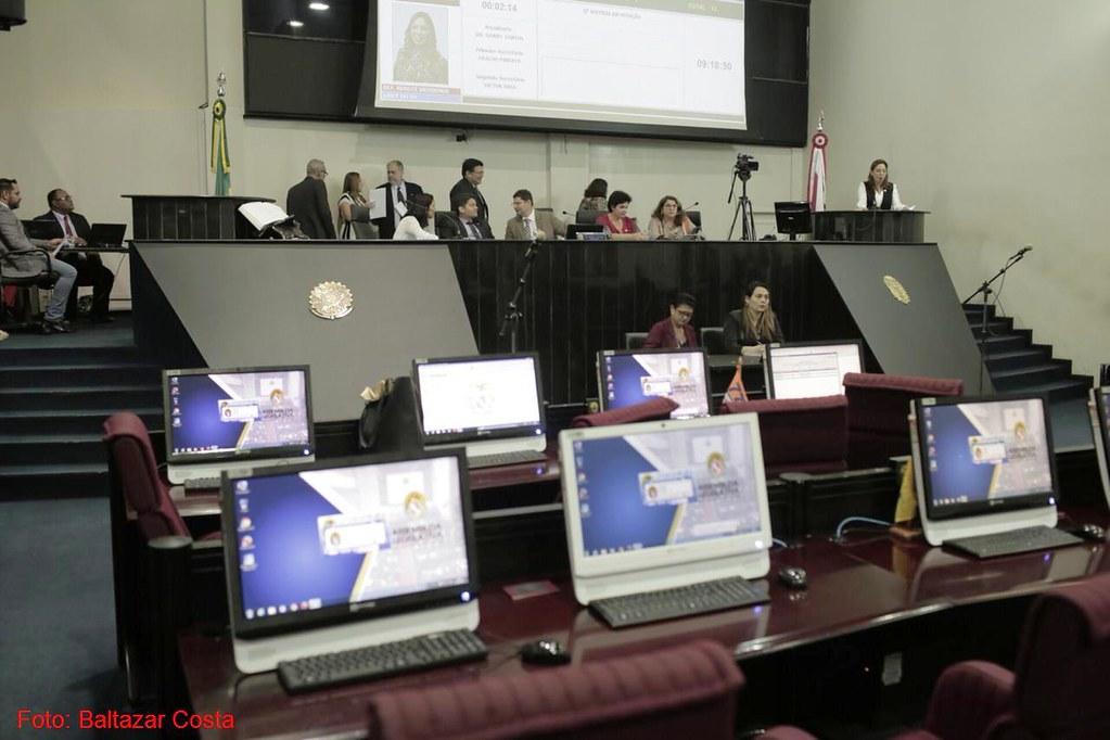 Deputados aprovam redução de quase 60% da taxa hídrica e pensão para Francis Dalva , Alepa, plenário