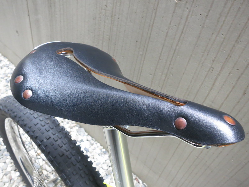 SURLY Karate Monkey YL DVO Saddle