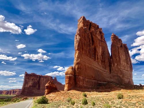usa america amerika iphone peterch51 utah moab archesnationalpark landscape scenery landschaft courthousetowers beautifulview redcliffs redrocks