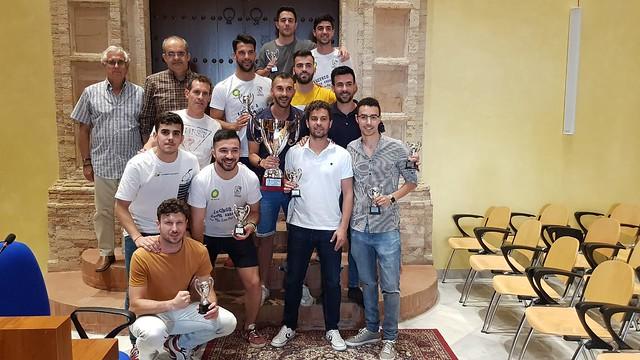 AionSur 48009119916_d3ce81b9c1_z_d El CD Arahal recibe su título de campeón Deportes Fútbol  destacado