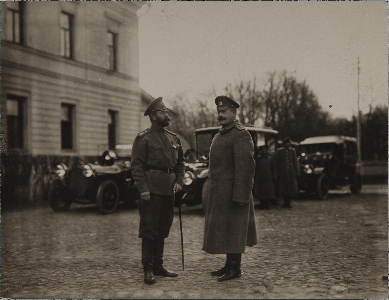 1914. Император Николай II и Владимир Николаевич Воейков в Ставке в Могилеве