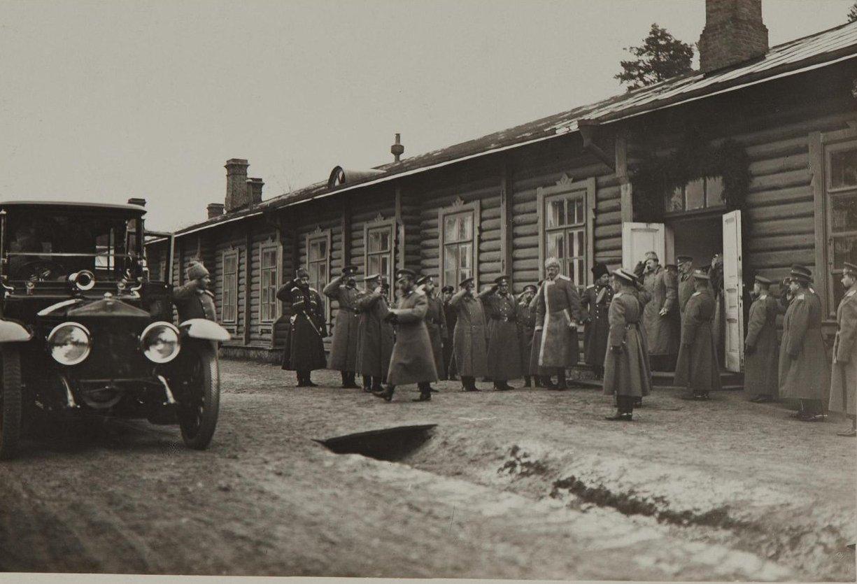 1914. Император Николай II и великий князь Николай Николаевич младший в Ставке
