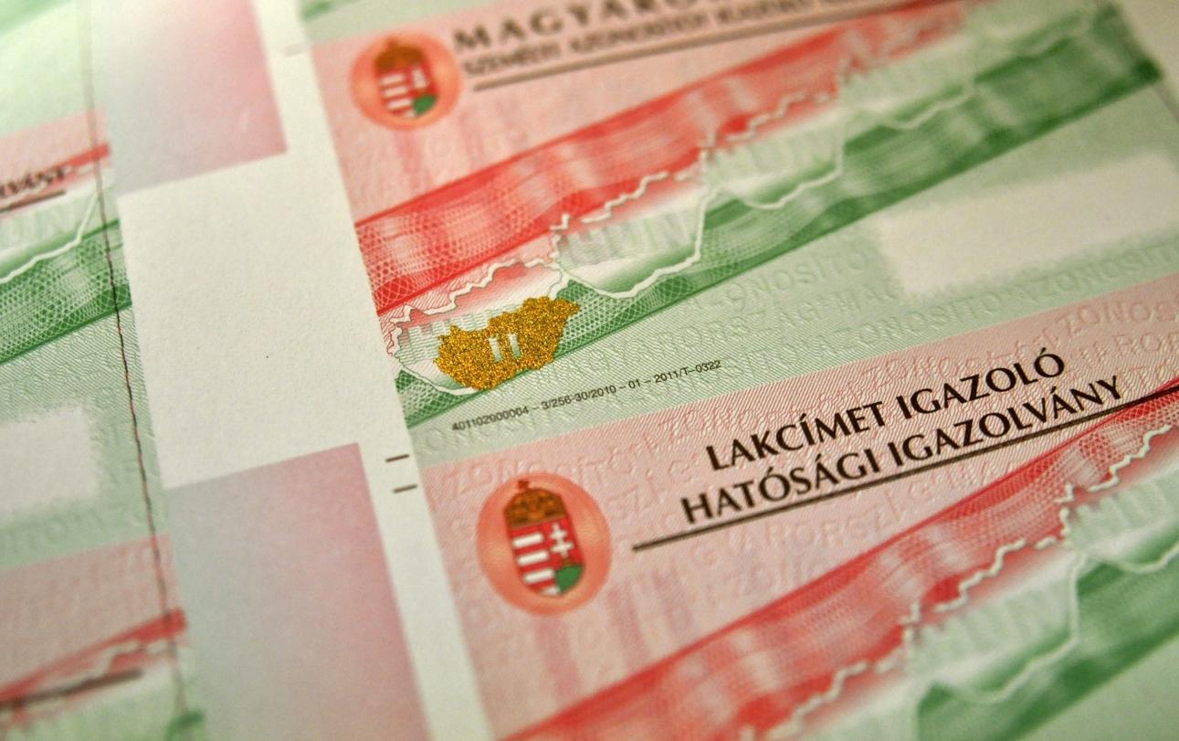 Kék Csongrád megyei polgármester segítségével több tucat külföldi kapott hamis magyar lakcímet