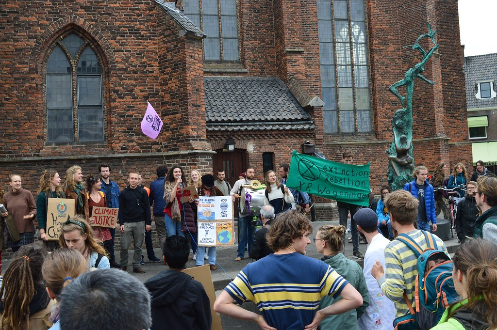 遊行隊伍抵達瓦赫寧恩市中心(照片/反抗滅絕-瓦赫寧恩提供)