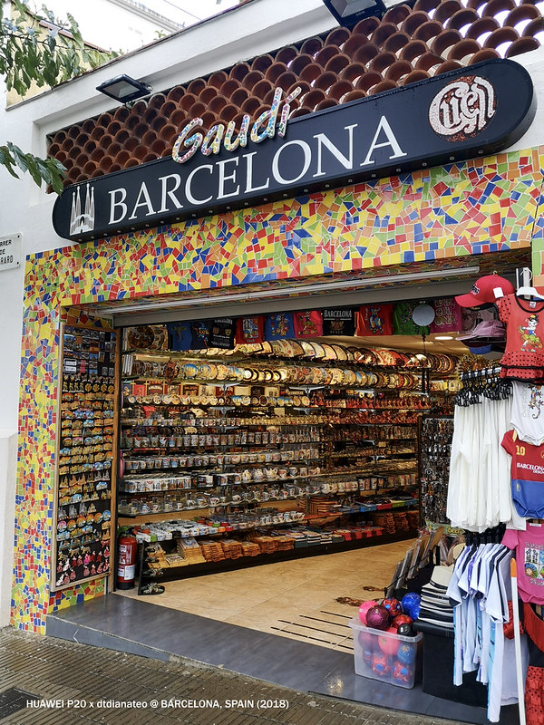 2018 Spain Barcelona Park Guell Souvenir Store