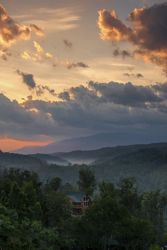2019 may kevinpovenz smokymountains tennessee gatlinburg mountains morning morningsky early earlymorning sunrise outside outdoors canon7dmarkii hills clouds tree cabin trees sunlit fog cloudy