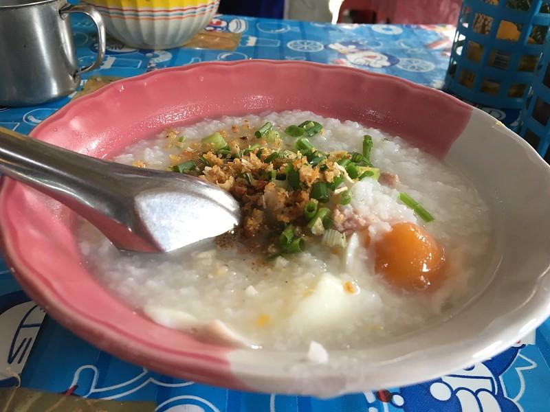 コサムイ メナム朝市のおばあちゃんのお粥   Maenam morning market