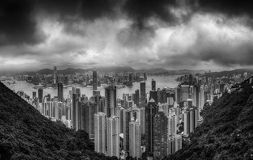 hongkong victoriapeak harbour china city urban metropolis mono monochrome blackandwhite bnw heights pano travel voyager voyage asia