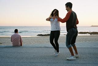 Edifício Transparente.  Beach life at sunset. Dancers (2)