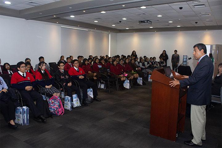 Alumnos de diferentes colegios participaron en el taller Parlamento Interescolar de USIL