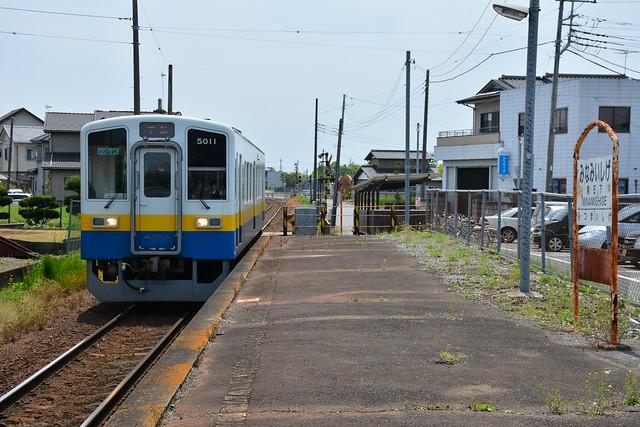 南石下駅:キハ5011入線