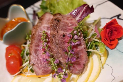 本日の副菜 ・A5最高級黒毛和牛ローストビーフ サラダ仕立て すき焼き 飯田 23