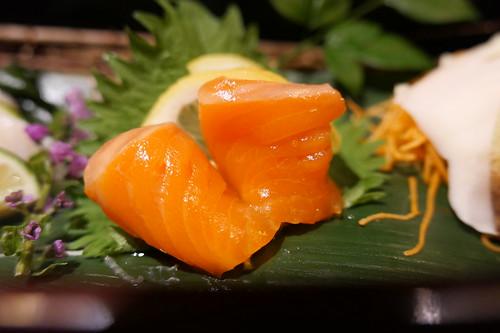 サーモン 前菜 ・旬魚のお造り三種 すき焼き 飯田 19