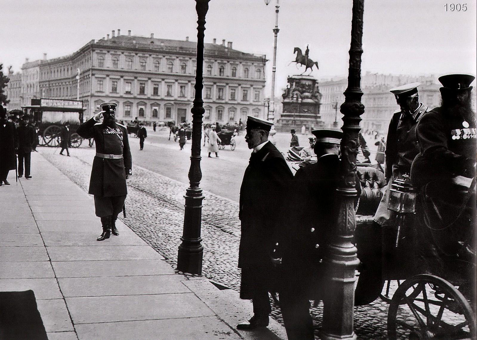 Исаакиевская площадь. Прусский принц перед посольством Германии