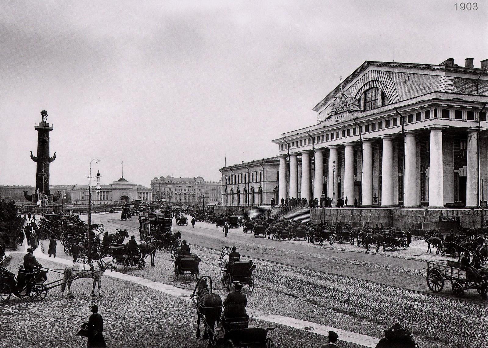 Вид на главный фасад здания Фондовой биржи