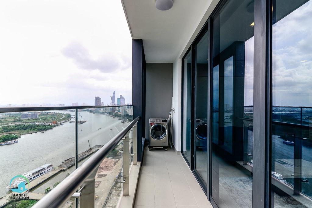 Bán căn hộ Vinhomes bason Aqua4 lầu cao 72