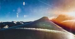 Despegar y atravesar las nubes... siempre con la ñata contra la ventana :heart_eyes: Despegue del @b772 de @americanair en viaje desde #dallas hasta #buenosaires #avgeek #iphonexs #lightroom Subida con el wifi en vuelo