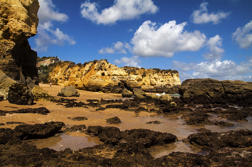 lagos studentbeach sandstone cliffs cliffface seastacks sandybeach algarve portugal sunny sunsine familyvacation holidays whiteclouds puffyclouds scenic seascape landscape canoneos50d tamron1750mm seaweed kelp geology erosion beachlife water ocean coastal coastline sea atlantic rockpools