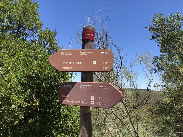 Señales de senderismo en el Parque Natural Tajo Internacional