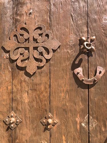 Puerta con el la cruz de la Orden de Alcántara (Alcántara, Tajo Internacional)
