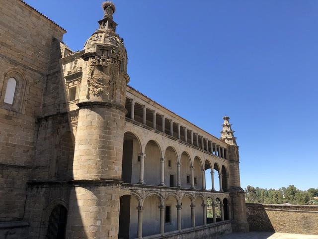 Galería de Carlos V en la Conventual de San Benito (Alcántara, Tajo Internacional)