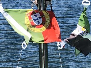 Banderas de Portugal y Extremadura en el río Tajo (Parque Natural Tajo Internacional)