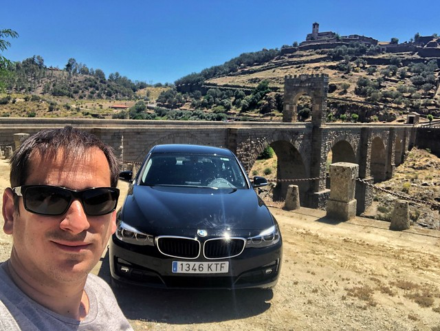Sele en el Puente de Alcántara (Con coche de Sixt)