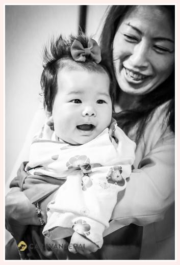 お食い初め・100日祝い 3か月の女の子 モノクロ写真