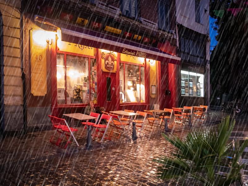 Il pleut dans la rue de Gand... 48019860656_d8e4bd2d80_c