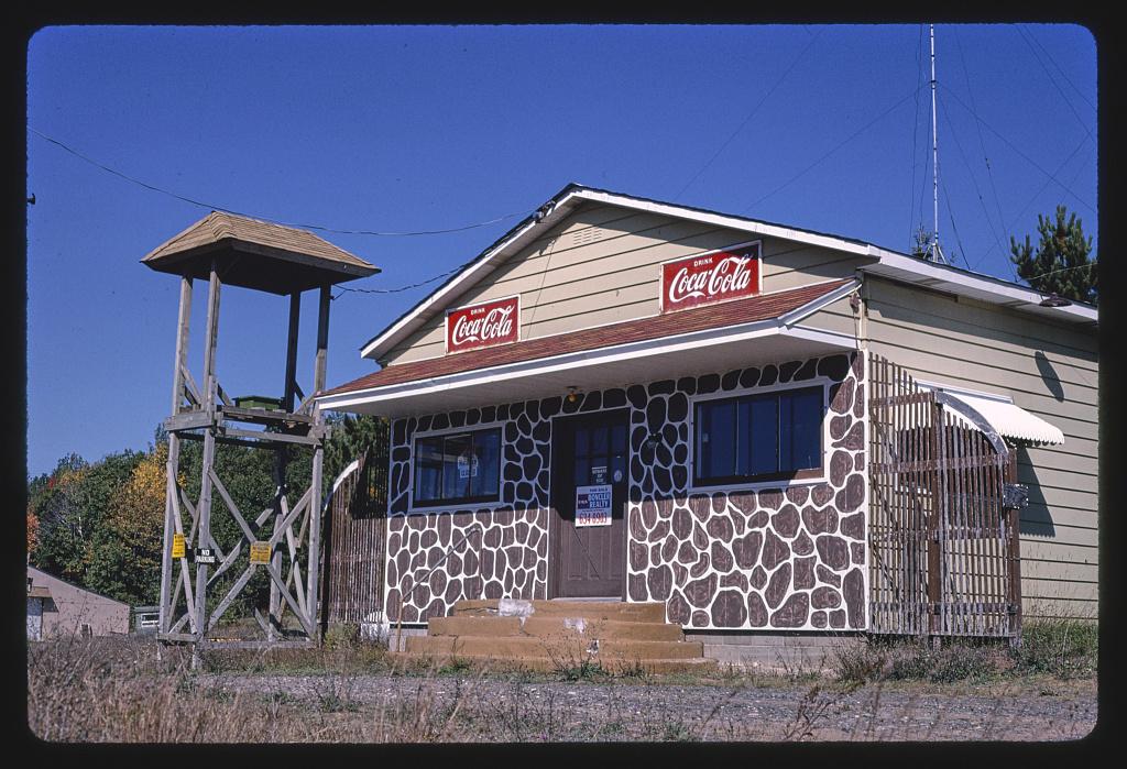 Big Foot Inn, angle 2, Route 63, Hayward, Wisconsin, Hayward, Wisconsin (LOC)