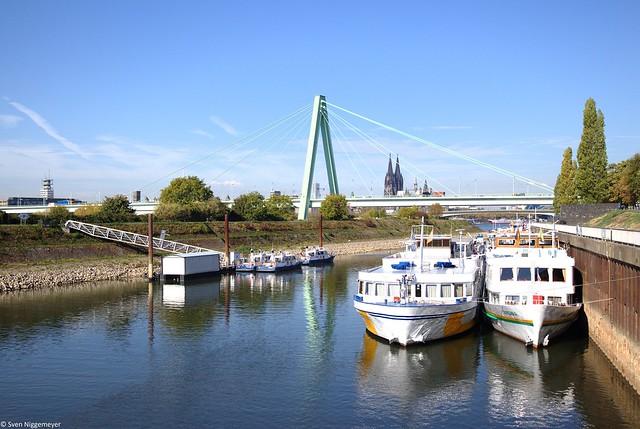 Köln Deutz Drehbrücke, mit der Severinsbrücke im Hintergrund 15.10.18