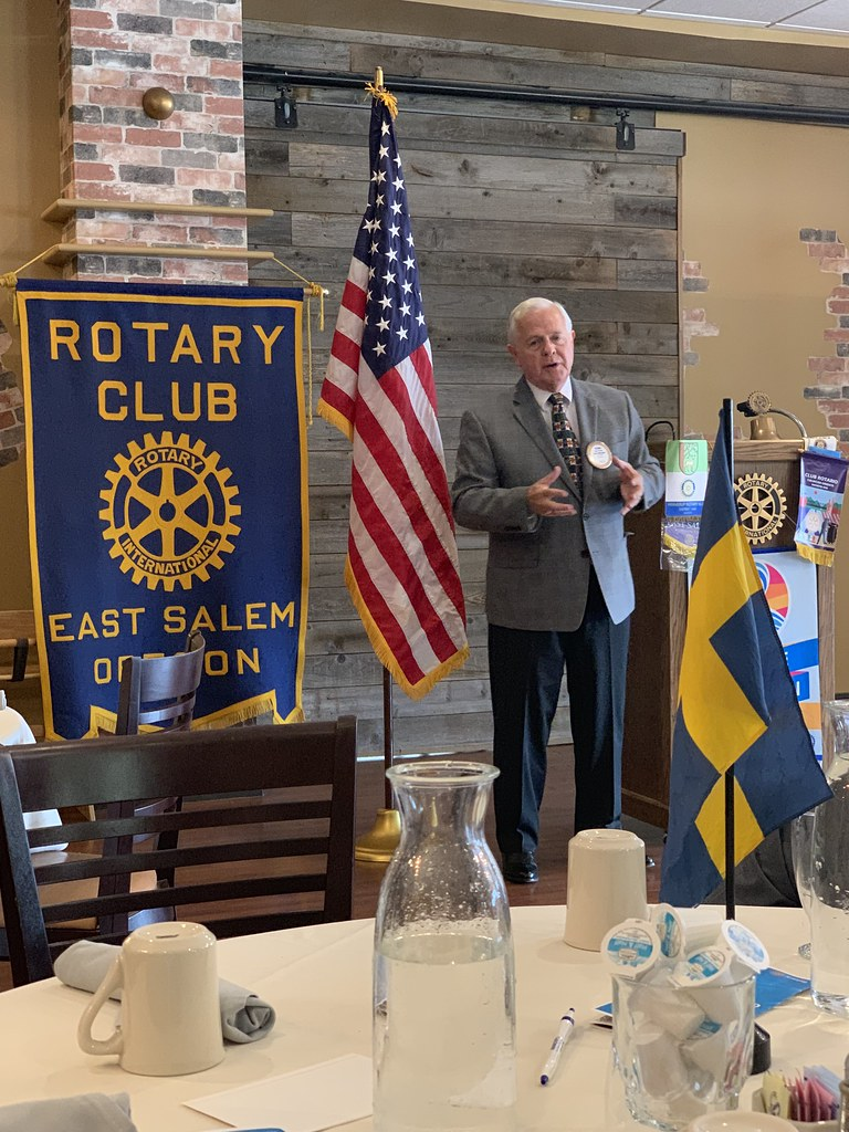 East Salem Rotarian Kevin Mannix updating East Salem Rotary on the status on the Mid-Willamette Intermodal Container Facility.