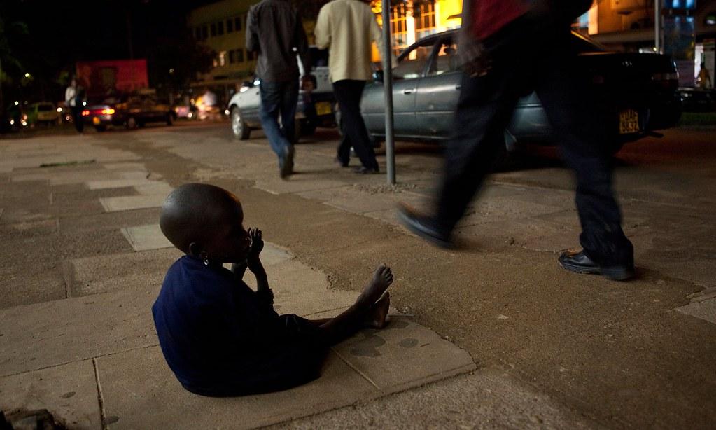 一名孩童於烏干達首都坎帕拉乞討。(圖片來源:AfriPics.com/Alamy)