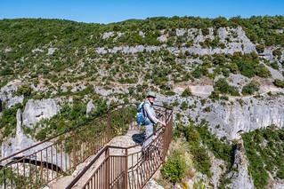 Wanderin an der Gorges d'Oppedette, Alpes-de-Haute-Provence