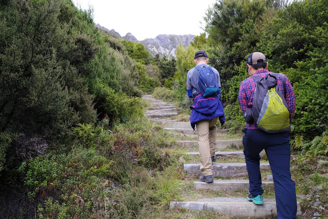 マウントクック・レッドターントラック登山道の階段