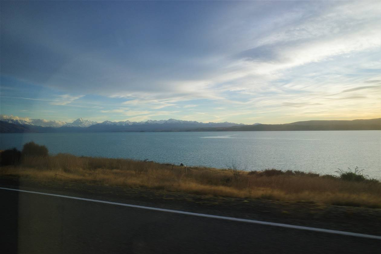プカキ湖からの