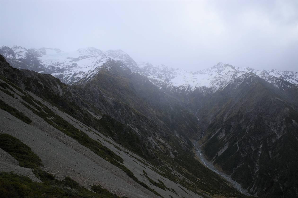 マウントクック・レッドターントラックから眺める雪山